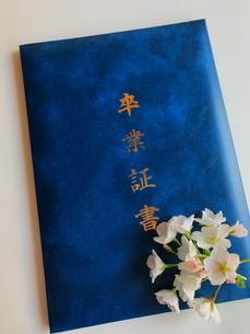 卒業証書 春の門出の写真素材 [FYI03436693]