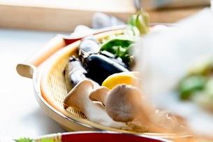 料理に使う新鮮な野菜の写真素材 [FYI03436876]