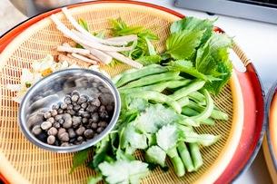 料理に使う新鮮な野菜の写真素材 [FYI03436886]