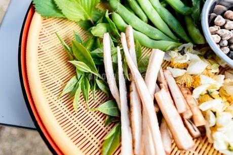 料理に使う新鮮な野菜の写真素材 [FYI03436890]