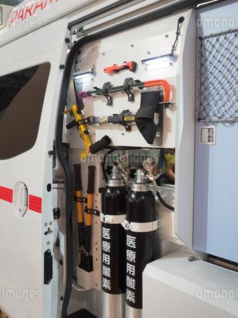 救急車に積載された資機材の写真素材 [FYI03437102]