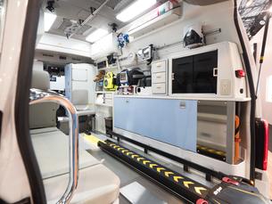 救急車の内部の写真素材 [FYI03437103]