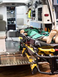 救急車の内部の写真素材 [FYI03437105]