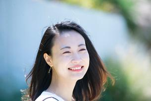 笑っている女性の写真素材 [FYI03437532]