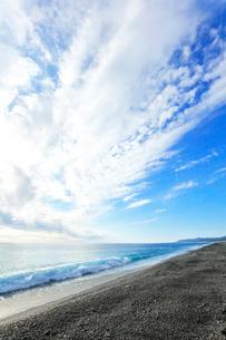 海と空に雲の写真素材 [FYI03437646]
