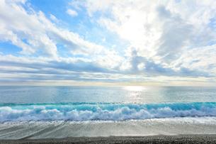 海と空に雲と太陽の写真素材 [FYI03437647]