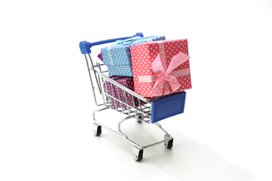 ショッピングカートのミニチュアの写真素材 [FYI03437654]