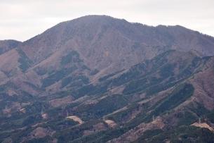 鳥ノ胸山から眺める御正体山の写真素材 [FYI03437749]