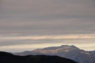 朝日の縞模様の写真素材 [FYI03437756]