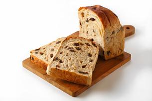 パン・ぶどうパンの写真素材 [FYI03438070]