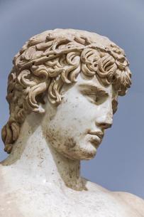 デルフィ遺跡アンティノウス像顔のアップの写真素材 [FYI03438127]