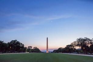 ワシントン・モニュメントの夕景の写真素材 [FYI03438156]