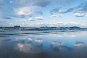 糸島姉子の浜の風景の写真素材 [FYI03438438]