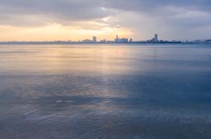 早朝の百道浜遠望の写真素材 [FYI03438464]