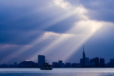 百街浜の天使のはしごの写真素材 [FYI03438465]