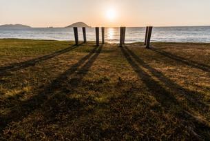 柱と太陽のある風景の写真素材 [FYI03438471]