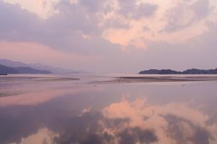 糸島静かな夕暮れの景色の写真素材 [FYI03438473]