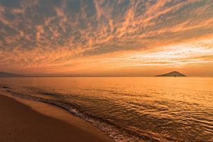 糸島夕景の写真素材 [FYI03438478]
