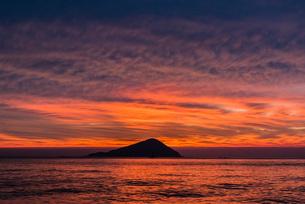 糸島の夕景の写真素材 [FYI03438481]