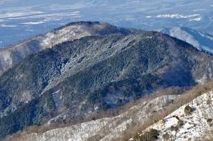雪化粧した檜岳山稜の写真素材 [FYI03438671]
