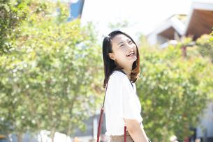 笑っている女性の写真素材 [FYI03439181]