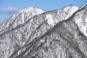 雪景色の蛭ヶ岳の写真素材 [FYI03439543]