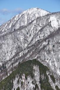 白雪の蛭ヶ岳の写真素材 [FYI03439544]