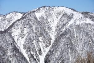 白き不動ノ峰の写真素材 [FYI03439568]