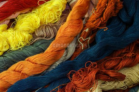 様々な色の糸の写真素材 [FYI03439893]