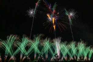 緑の花火の写真素材 [FYI03440210]
