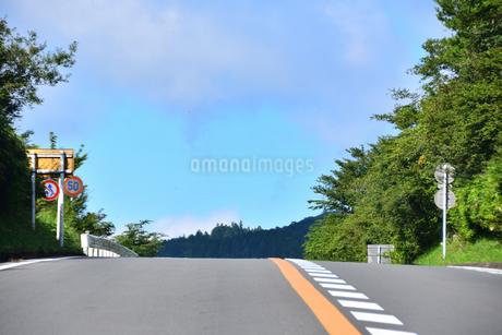 峠道の写真素材 [FYI03440641]
