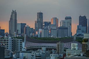 ヒカリエから見える新宿の街並みの写真素材 [FYI03440704]