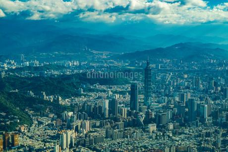 飛行機から見える台北の街並みの写真素材 [FYI03440752]