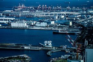 横浜ランドマークタワーから見える街並みの写真素材 [FYI03440795]