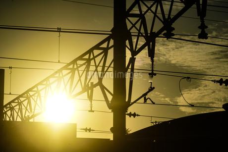 夕景と建物のシルエットの写真素材 [FYI03440829]
