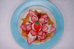 苺のタルトのイメージの写真素材 [FYI03440830]