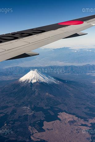 飛行機から見える富士山の写真素材 [FYI03441109]