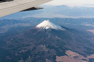 飛行機から見える富士山の写真素材 [FYI03441113]
