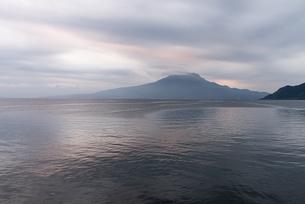 夜明けの桜島の写真素材 [FYI03441116]