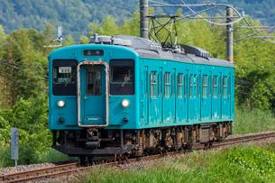 JR西日本、和歌山線、古い車両の写真素材 [FYI03441165]