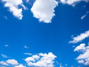 青空と雲の写真素材 [FYI03441346]