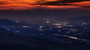 日本の夜景、和歌山、紀ノ川筋の写真素材 [FYI03441546]