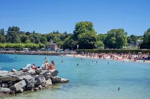 スイス、ジュネーブ海水浴場の写真素材 [FYI03441579]