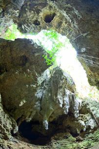 宮古島/伊良部島の洞窟の写真素材 [FYI03442570]