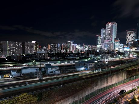 夜景 風景 ビル 都市 長時間露光の写真素材 [FYI03442613]