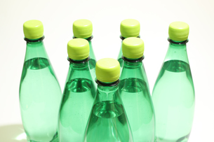 ペットボトルの水の写真素材 [FYI03443373]