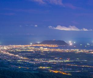 北海道 自然 風景 城岱高原より函館市街遠望 (夜景)の写真素材 [FYI03443601]