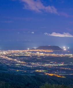 北海道 自然 風景 城岱高原より函館市街遠望 (夜景)の写真素材 [FYI03443602]