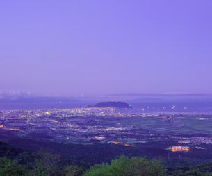 北海道 自然 風景 城岱高原より函館市街遠望 (早朝)の写真素材 [FYI03443610]