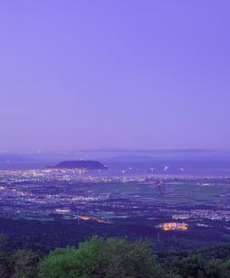 北海道 自然 風景 城岱高原より函館市街遠望 (早朝)の写真素材 [FYI03443611]